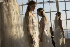 Quelques images des collections mariées vues sur les podiums de la Semaine de la mode de New York.