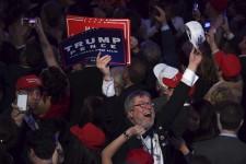 Trump ou Clinton? Les électeurs américains ont le dernier mot. Portrait en images de l'ultime journée de la campagne électorale américaine.