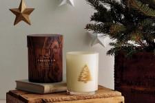 <strong>La proposition est vaste au rayon des odeurs de Noël. Bougies aromatiques, parfums d'ambiance, roseaux diffuseurs dispersent partout des notes de vanille, de sapinage et de canneberge. Mais pour envelopper notre demeure en décembre, on préfère les doux parfums festifs aux odeurs trop capiteuses. Voici huit produits qui ont séduit nos narines par leurs effluves plus subtils. Par Alexandra Perron.</strong>