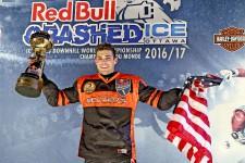 Des dizaines de milliers de personnes ont encouragé les participants du Red Bull Crashed Ice
