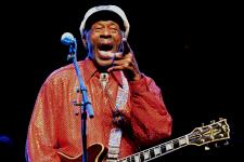 Chuck Berry, un pionnier du rock & roll, est décédé à l'âge de 90 ans à St. Charles County, à l'ouest de St. Louis, samedi.