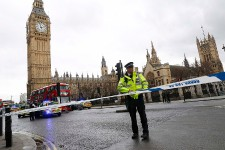 Des coups de feu ont été entendus mercredi en début d'après-midi à l'extérieur du parlement de Westminster à Londres, a annoncé la police britannique et le quartier a été complètement bouclé, selon les médias britanniques.