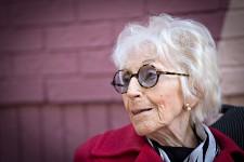 Janine Sutto, née en France en 1921, a eu une prolifique carrière artistique. Elle est décédée le 28 mars 2017.