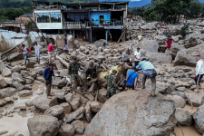 Une gigantesque coulée de boue a fait plus de 200 morts, des centaines de disparus et de blessés dans le sud de la Colombie, suite aux fortes pluies affectant la région andine, dont aussi le Pérou et l'Équateur.