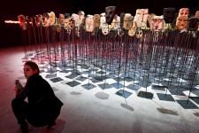 Des dizaines d'artistes, souvent inconnus, se retrouvent dès cette fin de semaine et jusqu'au 26 novembre pour célébrer l'art et sa vitalité dans le monde, à la Biennale d'art de Venise. «Vive l'art», proclame d'entrée cette biennale qui veut cette année prouver la vitalité de l'art au travers des oeuvres présentées par 120 artistes venus de 50 pays.
