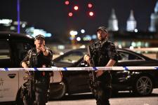 Londres a de nouveau été l'objet d'attaques terroristes, samedi, dans deux endroits avoisinants: le célèbre pont de Londres traversant la Tamise, et Borough Market, un quartier touristique fort achalandé comptant de nombreux restaurants et bars.