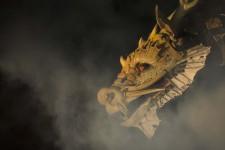 Long Ma Jing Shen par La Machine est un spectacle monumental où le cheval dragon affronte une araignée géante dans un déluge de sons et d'effet.