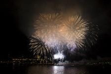 <strong>Le premier soir de la nouvelle manière de vivre les Grands Feux sur les quais de Québec et Lévis s'est soldé par un succès de participation.</strong>