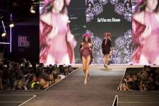 La bannière québécoise la Vie en Rose a présenté dimanche un défilé de maillots, dessous chics, et autres vêtements de nuit stylés, lors du dernier soir du Festival Mode & Design, qui s'est tenu à Montréal.