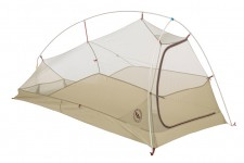 Il y a plusieurs modèles de tente légère sur le marché. Les plus communes ont des arceaux, souvent un double toit et sont assez faciles à monter. Certaines se montent avec des bâtons de marche, ce qui permet de se passer d'arceaux. Des randonneurs expérimentés, qui savent repérer un campement approprié, opteront pour une bâche qui peut se jumeler, selon les conditions de la sortie, à une moustiquaire, à un sac bivouac ou à un mince plastique comme toile de sol.