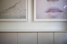 Avec ses photos qui habitent l'espace et ses couleurs subtiles, cette maison d'Outremont harmonieusement mise en scène est à l'image de la famille d'artistes qui y vit. Visite guidée d'un intérieur en perpétuelle métamorphose.