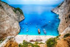 L'agence en ligne de comparateur de vols Flightnetwork a sondé 1200 journalistes, éditeurs ou blogueurs spécialisés en voyage pour dresser un palmarès des 100 plus belles plages du monde et des 50 plus belles plages à proximité d'une ville.