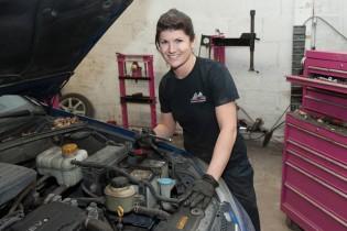 Rachel Clermont, 30 ans - Propriétaire du garage Rachel Pneus Mécanique