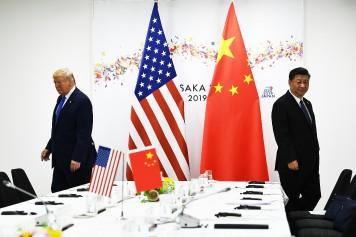 Trump annonce une hausse de taxes douanières sur les produits chinois