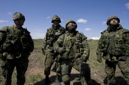 Des soldats canadiens satisfaits de l'annonce de renforts ...