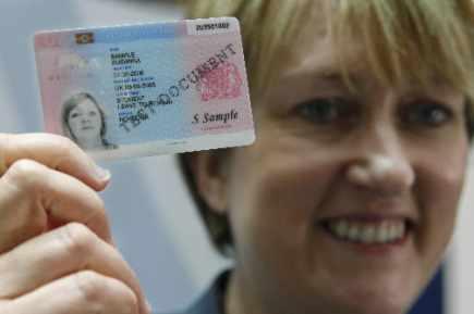 GB: le prototype de la carte d'identité biométrique dévoilé   Europe