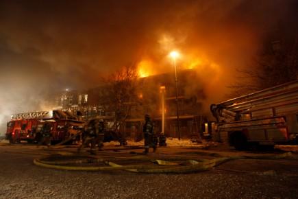 Au total, les secours ont évacué les locataires... (Photo: Martin Chamberland, La Presse)