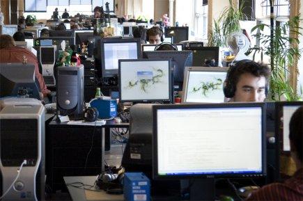 Les entreprises canadiennes se montrent plus confiantes à l'égard de l'économie... (La Presse)