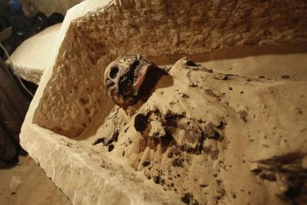 47408-momie-ete-devoilee-chambre-funeraire.jpg