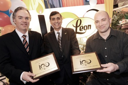 L on f te ses 100 ans en grand pierre champagne for Meubles montreal leon