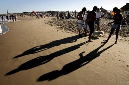 Les membres de la génération Y dépensent davantage que les générations... (Photo: Reuters)