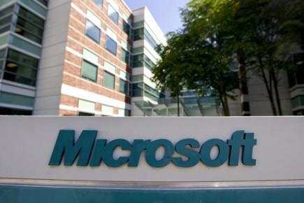 Microsoft (MSFT), qui venait d'acquérir des brevets de AOL... (Photo: Bloomberg)
