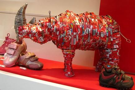 fabriquer un rhinoc ros avec des canettes de coke ailleurs sur le web. Black Bedroom Furniture Sets. Home Design Ideas