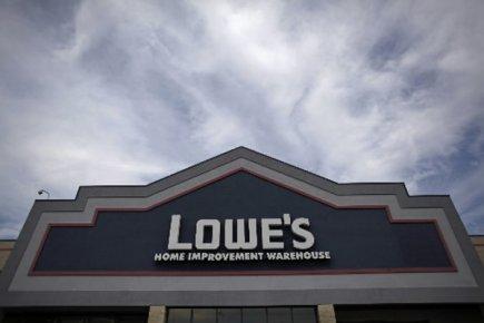 Le bénéfice net de Lowe's (LOW)a bondi de 76% au troisième... (Photo: Reuters)