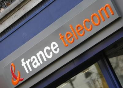 L'ex-PDG de France Telecom, Didier Lombard, répond mercredi au juge responsable... (AP)