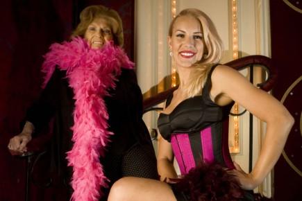 Deux générations de burlesque. Géraldine Doucet, 80 ans,... (Photo: André Pichette, La Presse)