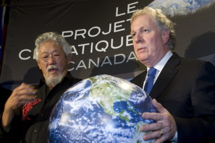 Le scientifique David Suzuki accompagné du premier ministre... (Photo: André Pichette, La Presse)