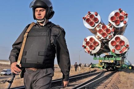 Guy Laliberté et ses compagnons voyageront à bord... (Photo: AFP)