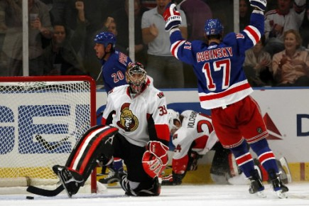 Brandon Dubinsky souligne le but de Vaclav Prospal.... (Photo Reuters)