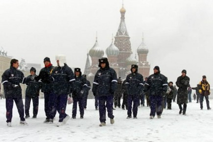 La place Rouge sous la neige après une... (Photo archives AP)