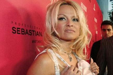 L'actrice et militante canadienne, Pamela Anderson... (Photo: Mario Anzuoni, Reuters)