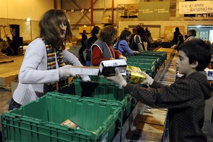 C'est jour de tri aujourd'hui à l'entrepôt de Moisson Montréal, au lendemain de... (Photo: Bernard Brault, La Presse)