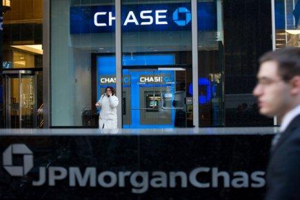 Les banques JP Morgan Chase et Wells Fargo ont abaissé leur prévision de ... (Photo AP)