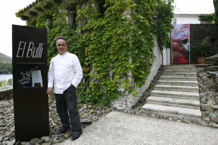 Le Chef Ferran Adria devant son restaurant El... (Photo: AFP)
