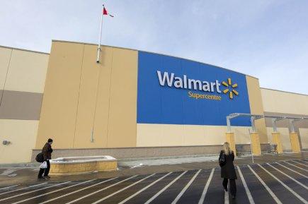Le détaillant américain Walmart accélère son embauche au Canada dans le cadre... (Photo Robert Skinner, archives La Presse)