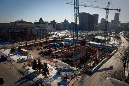 Le chantier du nouveau Centre hospitalier universitaire de Montréal, au centre-ville.