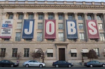 Les nouvelles inscriptions au chômage ont rebondi aux États-Unis dans les... (Photo AFP)