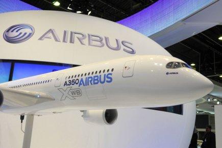 Une maquette du A 350 XWB d'Airbus au... (Photo: AFP)