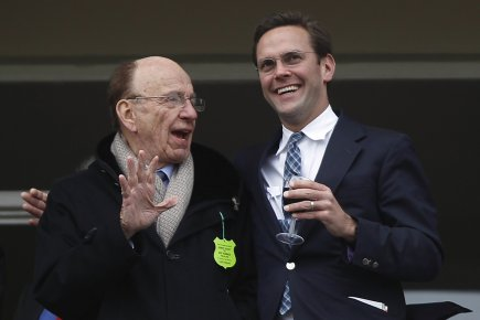 Rupert Murdoch et son fils James.... (Photo Reuters)