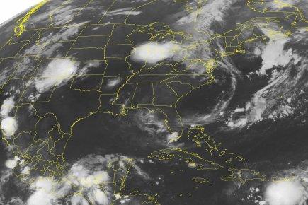 Image satellitaire de l'avancée de la tempête tropicale... (Photo AP)