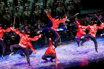Le Choeur de l'Armée rouge rassemble 45 chanteurs,...