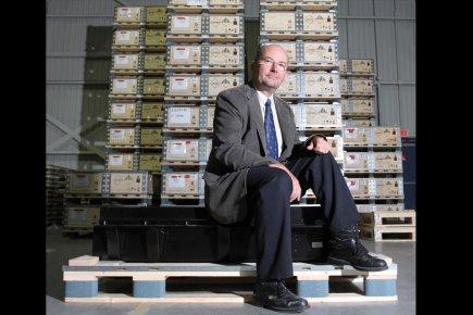 Jean-Luc Monfort, directeur général de BatHium Canada, assis... (Photo Stéphane Champagne, collaboration spéciale)