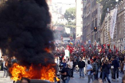 Les forces de l'ordre ont lancé l'assaut alors... (Photo: Reuters)