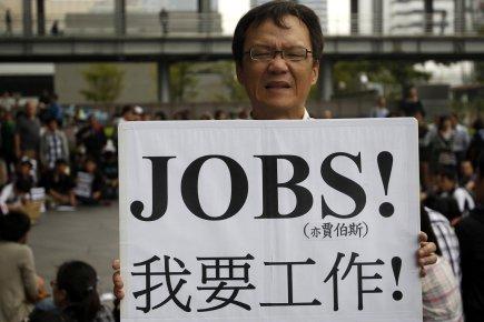 Un manifestant montre sa pancarte «Je veux un... (Photo: PICHI CHUANG, Reuters)