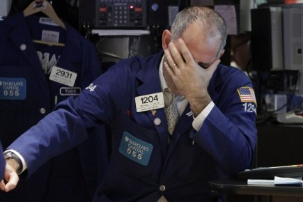 Vers 10h40, le Dow Jones Industrial Average lâchait... (Photo: Richard Drew, AP)