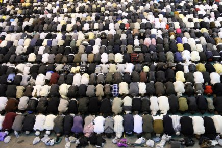 Les musulmans du monde entier f tent le premier a d du - Piscine municipale montreal marseille ...